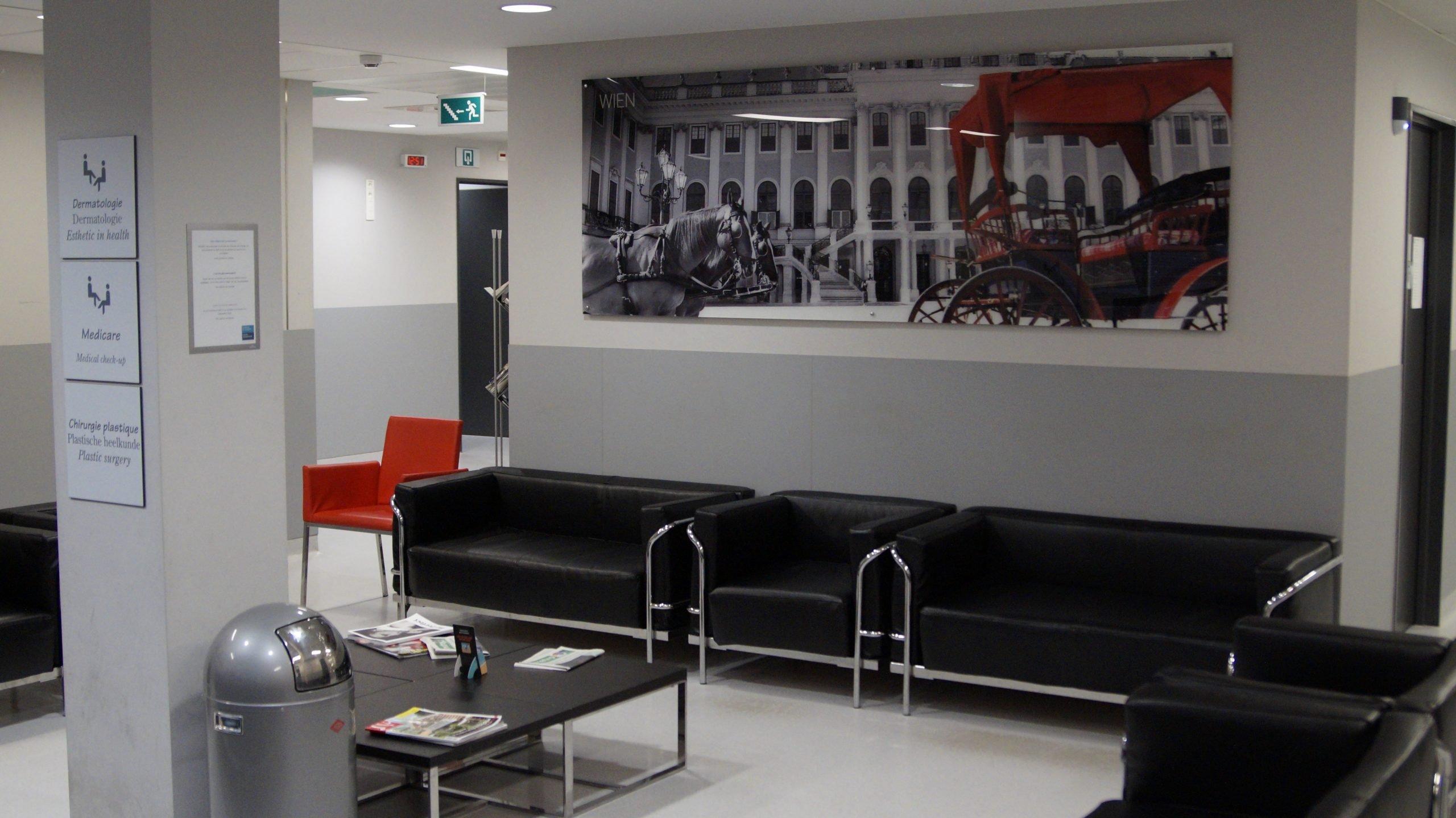 Cliniques de l'Europe - Salle d'attente - Dr Joe Hellers - Chirurgie Plastique et Esthétique, Bruxelles, Uccle