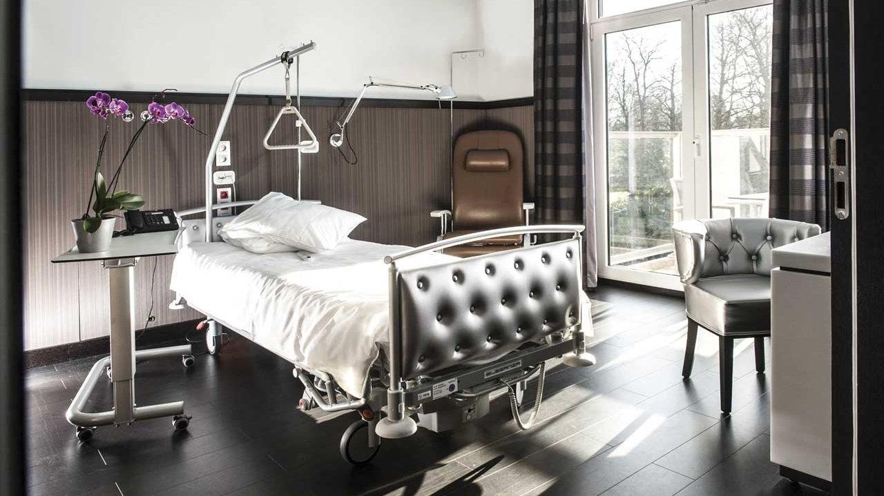 Cliniques de l'Europe - Chambre Patient - Dr Joe Hellers - Chirurgie Plastique et Esthétique, Bruxelles, Uccle