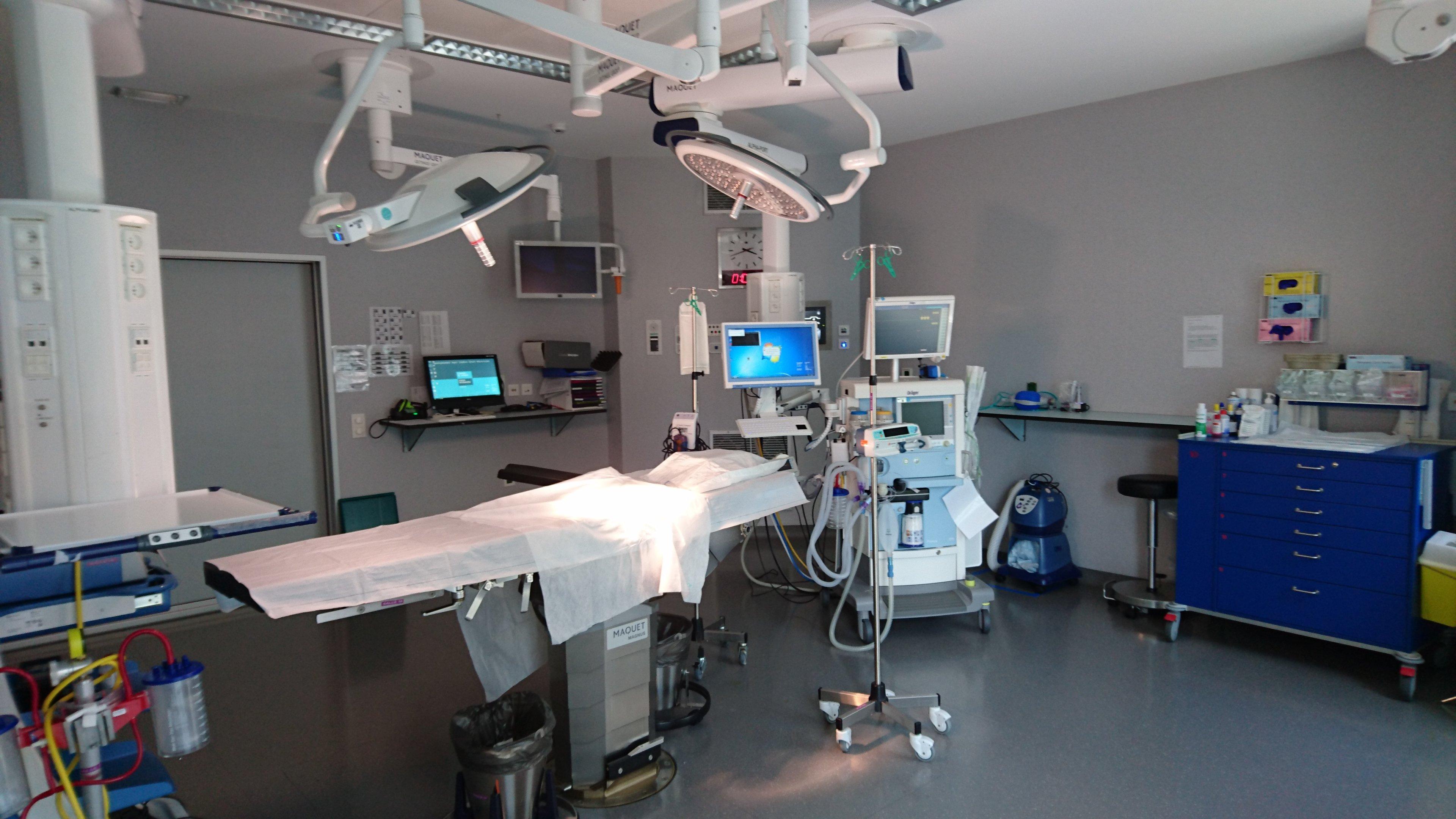Cliniques de l'Europe - Salle d'opération - Dr Joe Hellers - Chirurgie Plastique et Esthétique, Bruxelles, Uccle